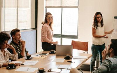 Hur kan HR stötta cheferna vid lönerevision?